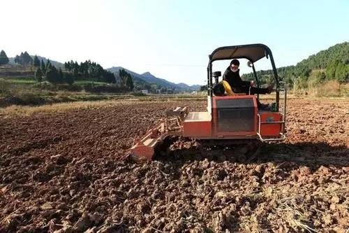浙江: 农机来助力 春耕添动力